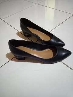 [SOLD]Charles & keith pantofel
