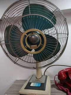 Vintage SANYO Table Top Fan (Working condition)