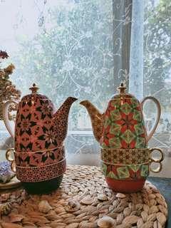 2 X T2 tea pots