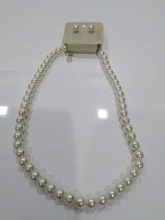 🚚 * BRAND NEW * Pearl Necklace With Earrings