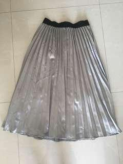 Pleated skirt silver color