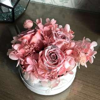 Preserved roses w/ hydrangeas in a box • Pink Sweet Valentine gift