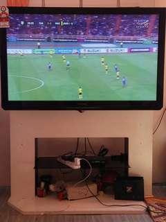 """Tv Panasonic 50"""" + wall mount bracket + tv rack"""