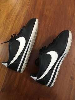 Nike Womens Cortez SIZE 38.5