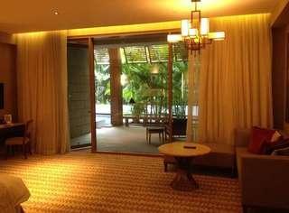 🚚 Equarius Hotel King Room w Pool Access