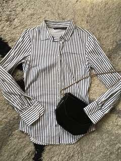 Long sleeves basic striped button top.