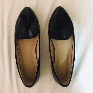 Flat shoes with tassel