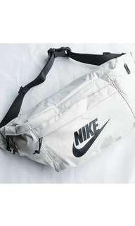 On hand Nike Tech Hip Pack