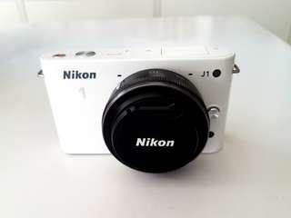 Nikon 1 J1 Mirrorless Camera + NIKKOR VR 10mm Lens Kit