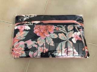 🚚 Floral Clutch