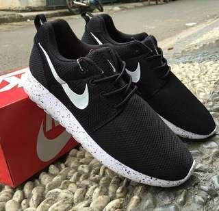 NIKE KW Black Size 38 (24cm)