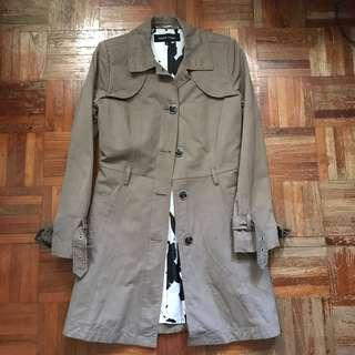 🚚 Army green trench coat