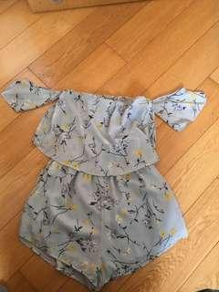 Grey Floral Playsuit 碎花平口連身褲