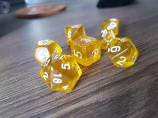 🚚 Clear Yellow Dice Set of 7 BRAND NEW