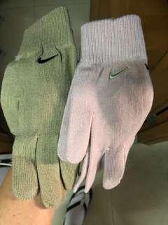 Nike women's gloves