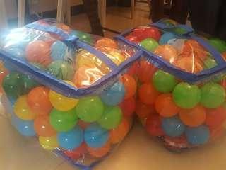 約200個波波池膠波波 可水洗 購於玩具反斗城