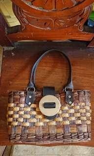🔴Native handbag with wooden buckle