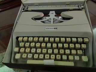 🚚 早期美國Underwood打字機