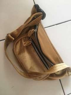 Slingbag bludru cream