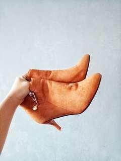 Gamuza heels