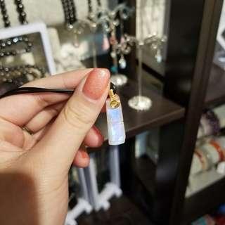 月光雕刻吊墜🙌🏻親自手編的18k金小金環💕希望您們會喜歡❤