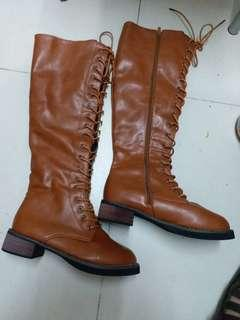 Long leather boot size eur 36 in good condition