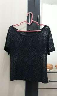 blouse renda hitam