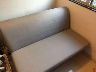 IKEA 2 seat sofa bed, white colour bed cover 兩座位梳化床, 白色床套