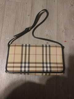 Burberry hand or shoulder bag