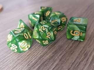 🚚 Reptilian Green Marbled Dice: Set of 7