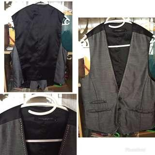 Folded and Hung Vest/Chaleco