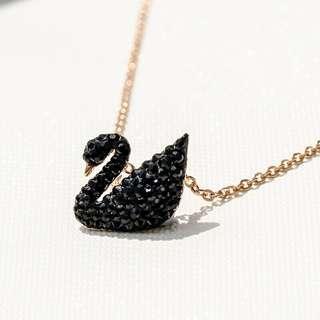 🚚 BNIB Swarovski Iconic Swan Pendant necklace