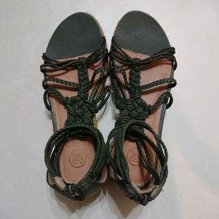 STACCATO 綠色平底織帶涼鞋(襯牛仔褲民族衫都靚)