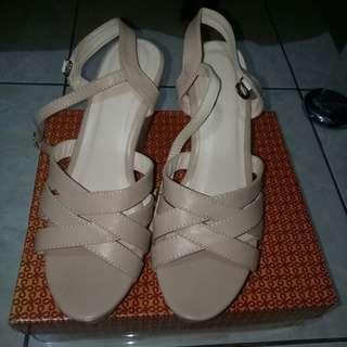 Share Shoes Wedges