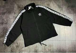 🚚 Adidas銀狐絨串標拉鏈外套