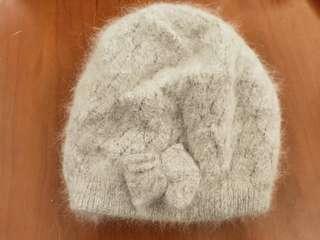 🚚 灰白 蝴蝶結 毛帽 (看好看就買超怕熱都沒戴過)
