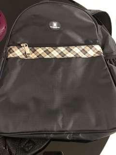 🚚 黑色後背包