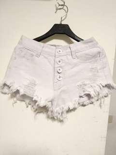 🚚 白色鬚鬚白扣子短褲