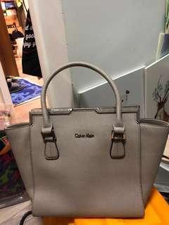 Calvin Klein 灰色女手袋 #handbag