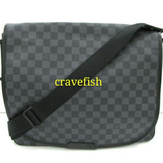 8c3d09815b740 LOUIS VUITTON Damier Graphite Daniel MM Shoulder Messenger Bag ...