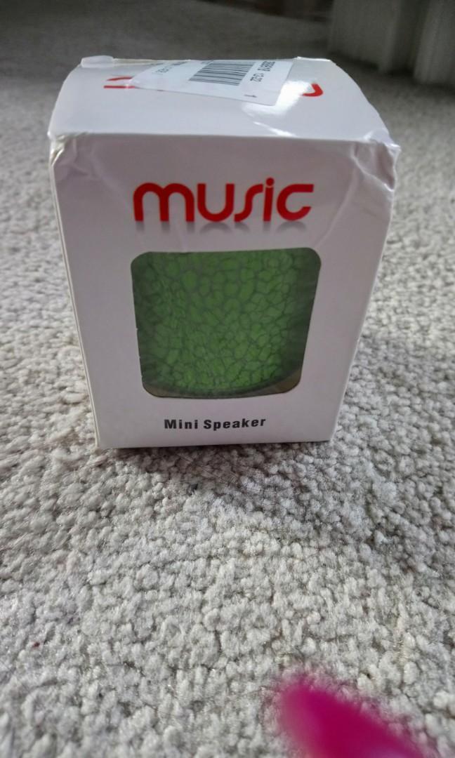 NEW GREEN MINI BLUETOOTH SPEAKER W/ USB CHARGER CORD