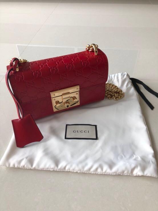 9cee4d744e1d Padlock small Gucci Signature shoulder bag