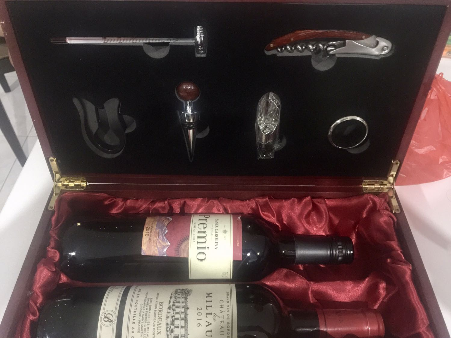 Wine Gift Box With 2 Bottles Of Wine Plus Accessories