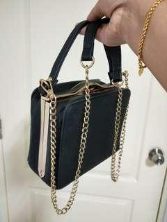 🚚 Classic black color sling bag