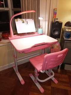 兒童學習桌椅套裝 學生書桌 可調高低書枱 連護目燈 合幼稚園至高小使用 85%新