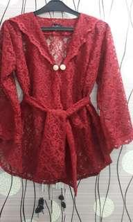 maroon lace atasan pesta
