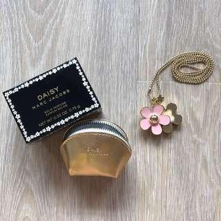 🆕💯 Marc Jacobs Solid Perfume Necklace