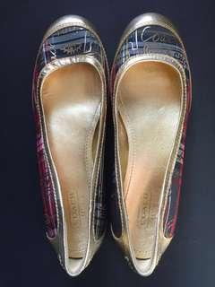 Considered BRAND NEW 100% Original Coach Flats Size 6B