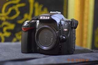 Nikon D90 body SC 16k only.
