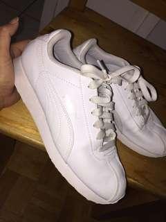 White Puma shoes sz5Y